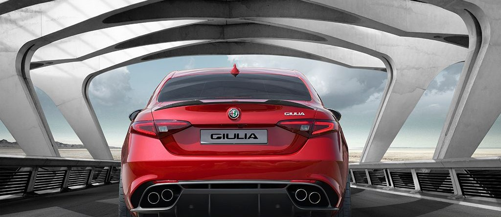 Alfa Giulia rouge arrière